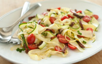 healthy eating raw vegetable pasta