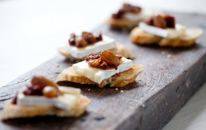BRIE TOASTS WITH SPICED SUNDRIED TOMATO COMPOTE
